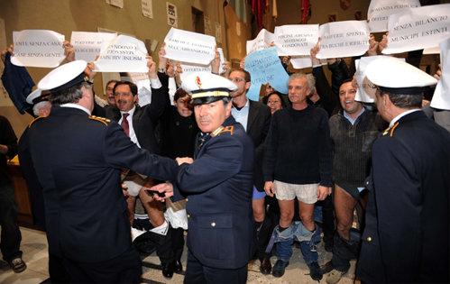 Protest inedit în faţa Primăriei din Roma