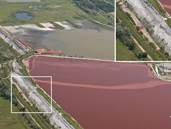 Imaginea articolului Rezervorul din Ungaria prezenta scurgeri de noroi roşu încă din iunie