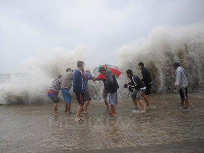 TAIFUMURI ,URAGANE , FURTUNI TROPICALE ETC.. Taifun-filipine-2-afp