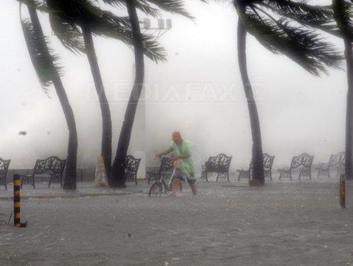 TAIFUMURI ,URAGANE , FURTUNI TROPICALE ETC.. Taifun-filipine-5-afp