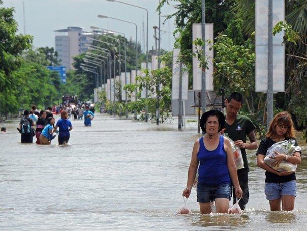 Aproximativ 500 de morţi, în urma inundaţiilor din Thailanda, Cambodgia şi Vietnam Inundatii-tailanda-100