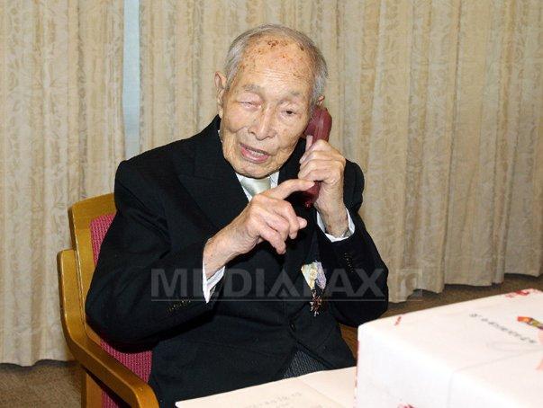 Cel mai �n v�rsta barbat din lume este un japonez de 111 ani