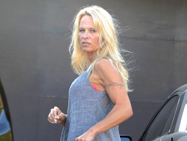Pamela Anderson refuza sa �si toarne apa pe cap. Care este motivul