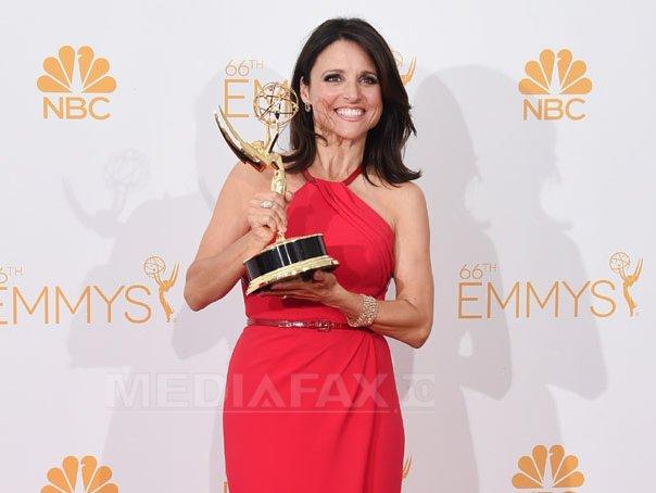 Moda la gala Emmy 2014: Vedetele au ales rosu si alb pentru defilarea pe covorul rosu - FOTO