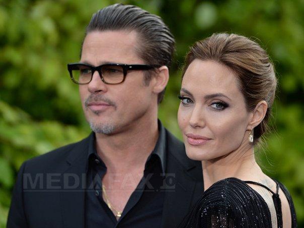 Angelina Jolie si Brad Pitt s-au casatorit s�mbata �n Franta