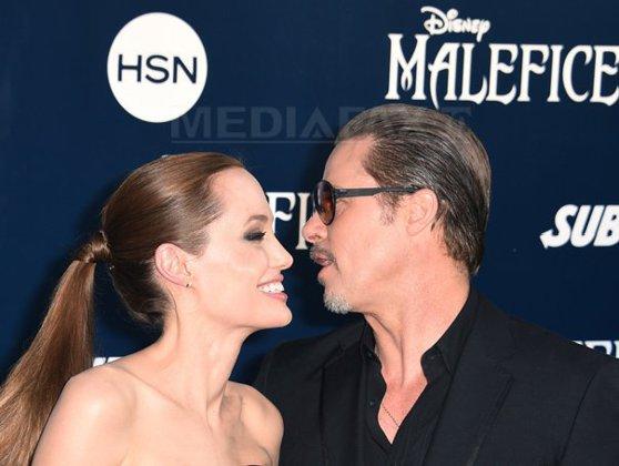 Imaginea articolului Primele fotografii cu Angelina Jolie în rochie de mireasă - FOTO