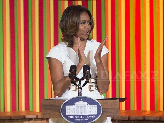 Imaginea articolului Michelle Obama dansează cu un nap promovând alimentaţia sănătoasă, într-un clip viral pe Internet - VIDEO