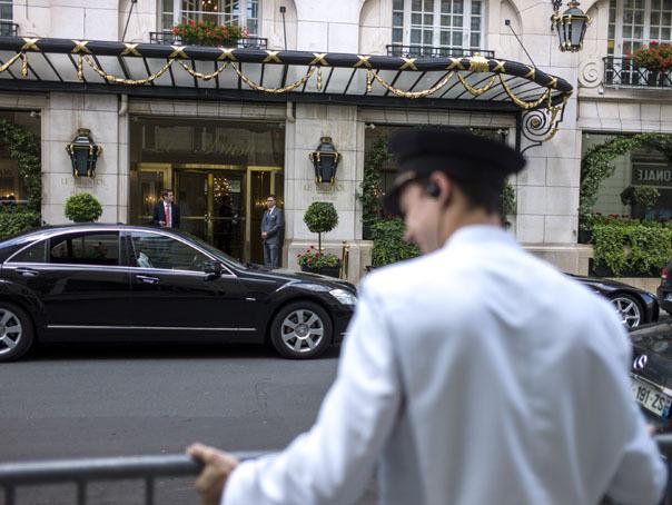 O zi �ntr-un HOTEL DE LUX: Cum e să lucrezi pentru cei mai BOGAŢI oameni din lume