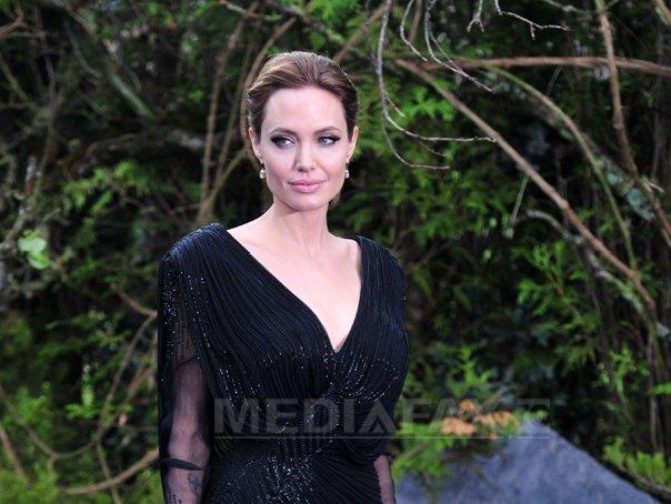 Angelina Jolie, implicata �ntr-un accident auto