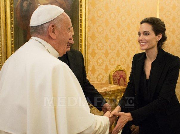 Angelina Jolie s-a �nt�lnit cu papa Francisc, dupa proiectia celui mai recent film al ei la Vatican