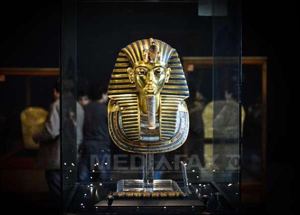 Muzeul Egiptean din Cairo: Masca funerara din aur a lui Tutankhamon poate fi restaurata