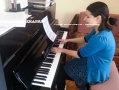 REPORTAJ: Fată de 14 ani, care suferă de autism, bursieră integrală la o şcoală de muzică din Anglia