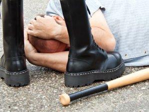 Cum funcţionează aplicaţia de mobil care permite angajarea unui bătăuş pentru a ataca pe cineva