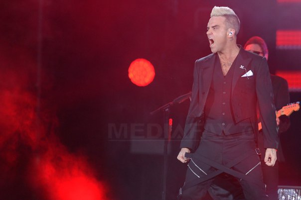 http://storage0.dms.mpinteractiv.ro/media/1/1/4728/14607122/16/robbie-williams9-octav-ganea.jpg