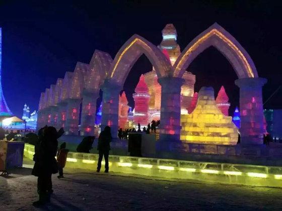 Imaginea articolului Sculpturi uriaşe din gheaţă, expuse în China, la Festivalul din Harbin. FOTO