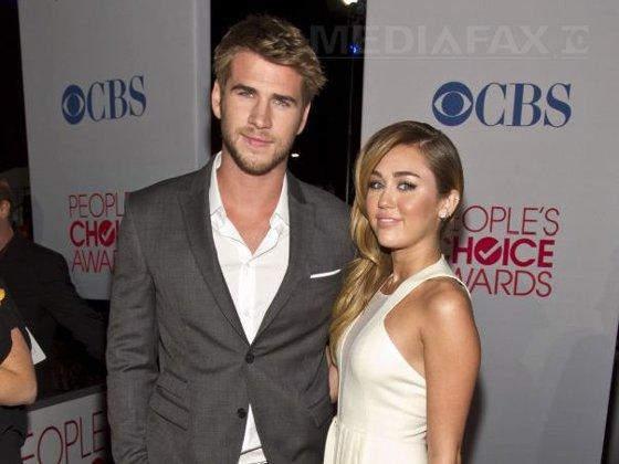 Imaginea articolului Cântăreaţa Miley Cyrus şi actorul Liam Hemsworth s-au logodit