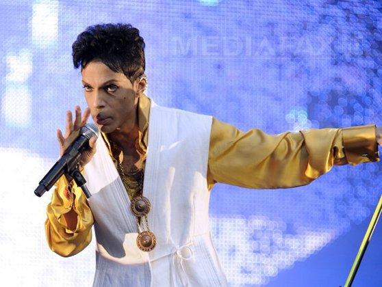 Imaginea articolului Casete audio, cătuşe de aur şi porţelanuri de nuntă aparţinând lui Prince vor fi scoase la licitaţie - GALERIE FOTO