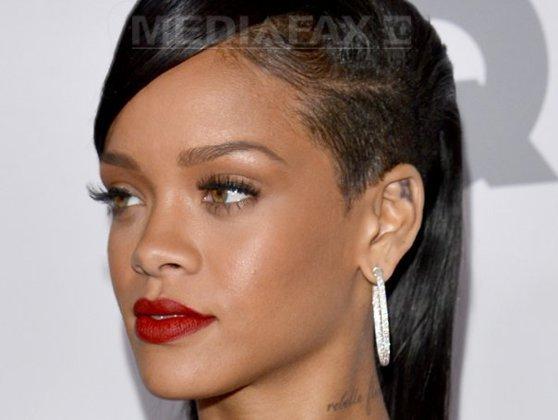 """Imaginea articolului Rihanna, şocată de interpretarea unui fan: """"Uau, ce bine cântă!"""". Cine este tânărul care a reuşit să o uimească - VIDEO"""