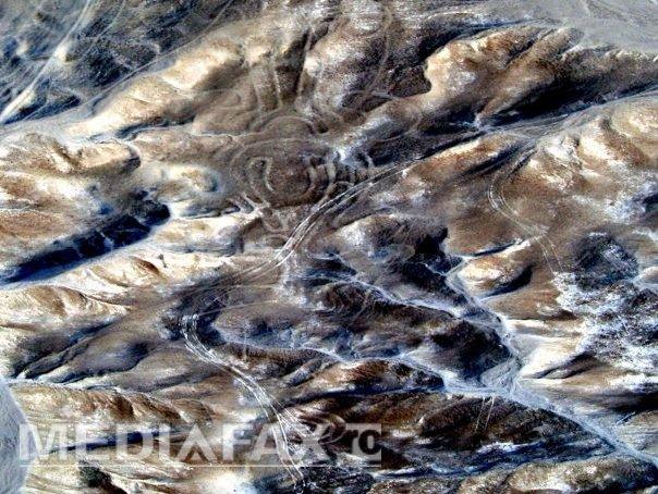 Imaginea articolului Cascada Sângelui şi Valea Morţii. Lacul roz şi Vulcanul cu lavă albastră: Fenomene naturale bizare - GALERIE FOTO