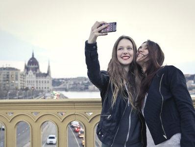 Cum îşi făceau oamenii selfie în trecut. Cel mai vechi selfie are peste 3.300 de ani