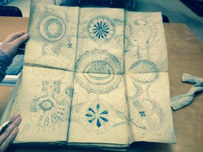 Manuscrisul Voynich, nedesifrat până în prezent, va fi copiat pentru prima dată. Cercetătorii speră ca astfel să reuşească să dezlege misterul - VIDEO