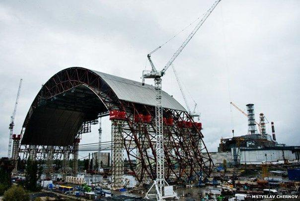 Imaginea articolului Cum arată noul dom de oţel al reactorului avariat de la centrala nucleară de la Cernobîl. E mai înalt decât Statuia Libertăţii şi de 3 ori mai greu decât Turnul Eiffel - FOTO, VIDEO