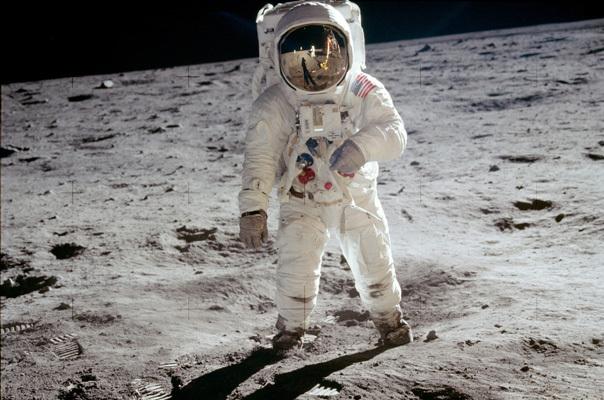 Imaginea articolului Buzz Aldrin, omul care a păşit pe Lună, evacuat de la Polul Sud din cauza sănătăţii - VIDEO