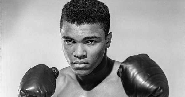 Imaginea articolului Fiul lui Muhammad Ali, REŢINUT şi INTEROGAT de autorităţile pentru Imigraţie, pe un aeroport din SUA. Întrebarea pe care i-au pus-o oficialităţile depăşeşte orice închipuire