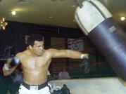 Fiul marelui campion Muhammad Ali, tratat ca un INFRACTOR pe un aeroport din SUA. Motivul este HALUCINANT!