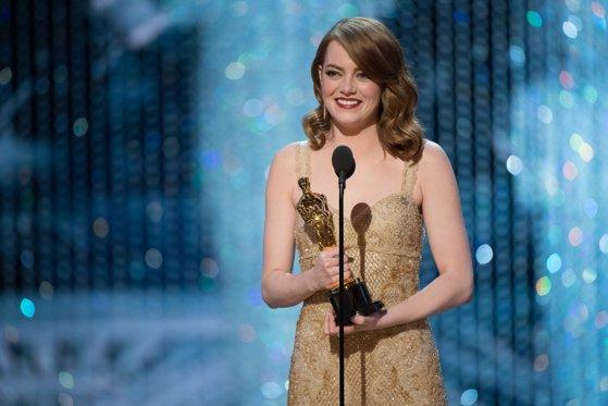 Imaginea articolului Emma Stone, CÂŞTIGĂTOAREA trofeului pentru cea mai bună actriţă, vorbeşte despre gafa de proporţii de la OSCAR 2017, în care cartonaşul cu numele ei a ajuns la desemnarea celui mai bun film