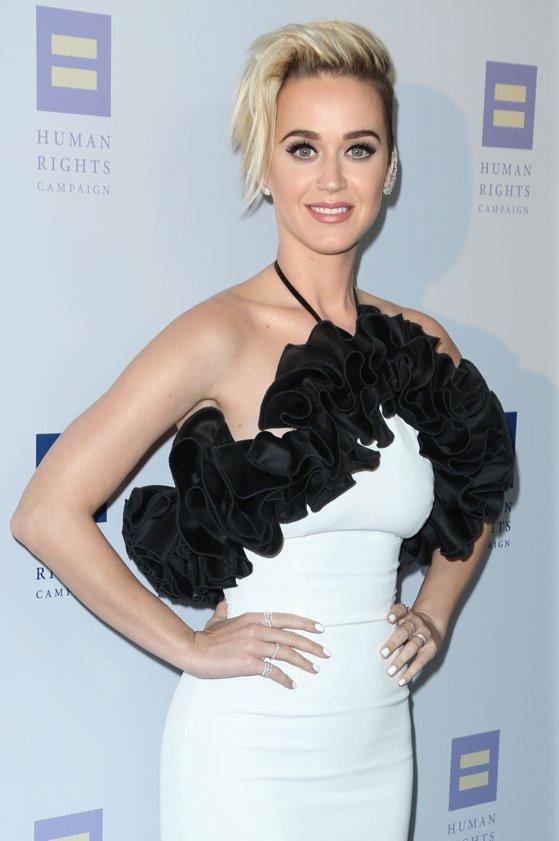 """Imaginea articolului Katy Perry a mărturisit ce lumea bănuia de mult. Cât din melodia  """"Am sărutat o fată şi mi-a plăcut"""" e adevărat"""