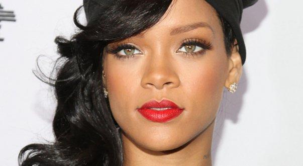 """Imaginea articolului VIDEO Rihanna, dezvăluiri incendiare despre scena sa erotică din serialul """"Bates Motel"""". Fanii, surprinşi de reacţia vedetei"""