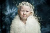 """GALERIE FOTO Este de pe ALTĂ planetă. O fetiţă din Siberia a ÎNNEBUNIT toate agenţiile de modelling care se bat pentru tânara """"ireală"""""""