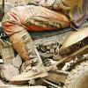 """Imaginea articolului O companie de modă vinde blugi acoperiţi de noroi. Reacţia lui Mike Rows, prezentatorul emisiunii """"Meserii murdare"""""""