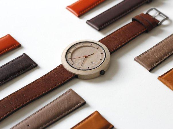 Imaginea articolului GALERIE FOTO Ceasuri unicat, din lemn de esenţe exotice, afacerea de succes a doi tineri din Cluj-Napoca