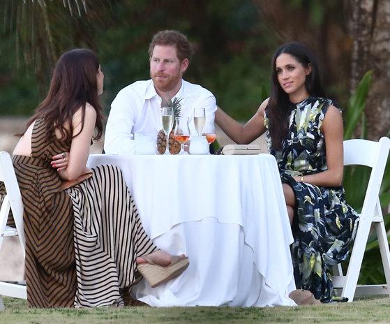 Imaginea articolului Prinţul Harry se poate căsători cu Meghan Markle, în urma unei schimbări a legii. Regina Elisabeta a II-a şi-a dat şi ea acordul