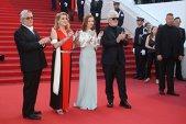 Petrecere aniversară GRANDIOASĂ, la Cannes! Un regizor renumit a fost surprins într-o ipostază INCREDIBILĂ! IMAGINI VIRALE