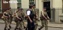 Imaginea articolului FOTO VIDEO Trupe militare PĂZESC obiectivele majore din Londra, inclusiv reşedinţa premierului