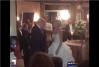 Imaginea articolului VIDEO Donald Trump şi-a făcut apariţia neanunţat la o nuntă din New Jersey, organizată la clubul său. Ce reacţie au avut mirii şi invitaţii