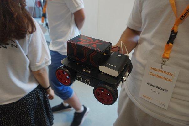 Imaginea articolului GALERIE FOTO Şapte echipe de studenţi au creat maşinuţe inteligente, care pot comunica între ele în trafic