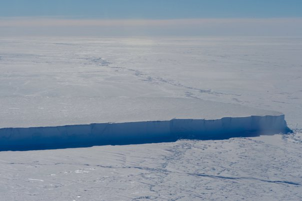 Imaginea articolului FOTO | Imagini din SATELIT cu aisbergul uriaş care s-a desprins din calota glaciară a Antarcticii