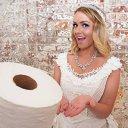 Imaginea articolului FOTO, VIDEO | A făcut o rochie de mireasă din HÂRTIE igienică şi a câştigat un premiu de 10.000 de dolari