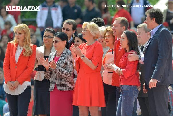 Imaginea articolului FOTO | Ea este europarlamentarul PSD care se află în topul celor mai sexy politiciene din lume