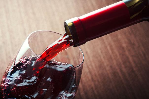 Imaginea articolului Consumul de vin reduce riscul apariţei bolilor cardiovasculare. Cât trebuie să bei ca alcoolul să te ajute