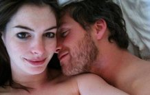 FOTO | Anne Hathaway, fotografii NUD pe un site compromiţător. În ce POZIŢII a fost fotografiată actriţa, împreună cu soţul ei