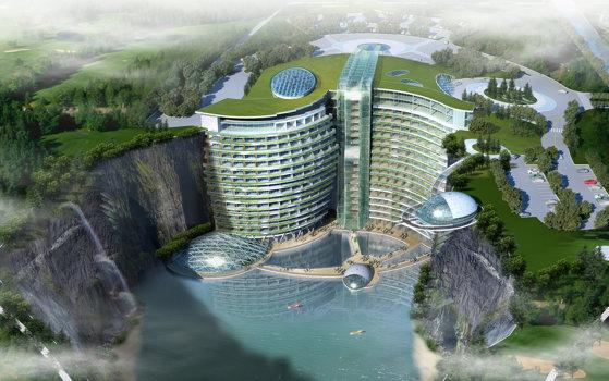 Imaginea articolului Unul dintre cele mai frumoase hoteluri din lume, construit într-o carieră de piatră. Are propriul lac unde poţi naviga, cascade spectaculoase şi o pădure în loc de acoperiş   FOTO