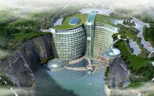 FOTO | Unic în lume. Hotelul construit într-o carieră de piatră. Are propriul lac şi cascade spectaculoase