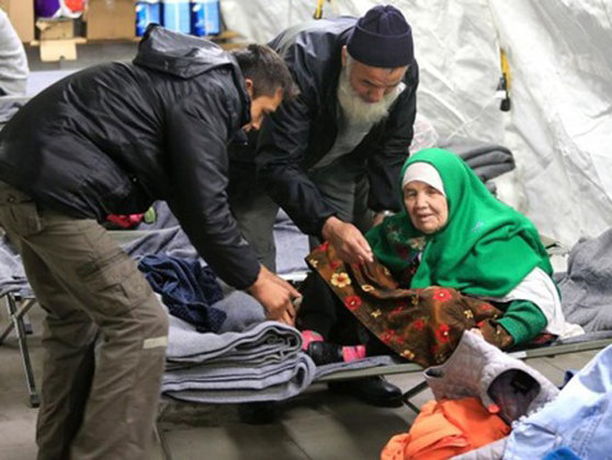 Imaginea articolului Suedia va deporta o femeie afgană în vârstă de 106 ani. Bătrâna a mers 20 de zile pe jos pentru a ajunge la o tabără de refugiaţi
