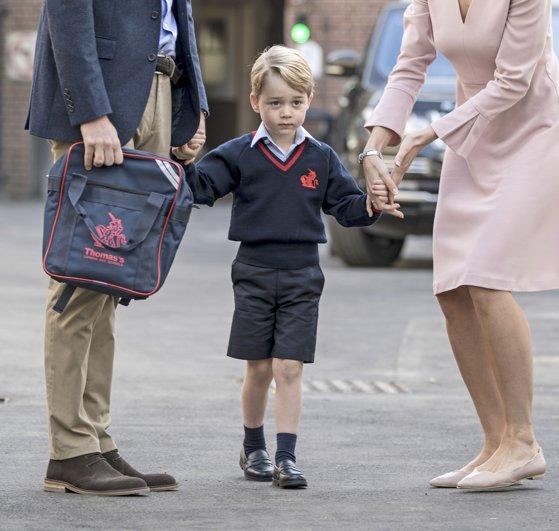"""Imaginea articolului Motivul pentru care Prinţul George nu are voie să îşi facă un """"cel mai bun prieten"""" la şcoală"""