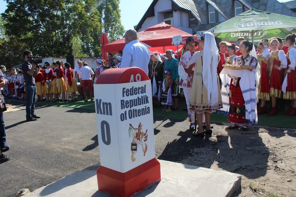 Vamă şi paşaport de oltean, la intrarea în Slatina, de Festivalul `Oltenii şi Restu' Lumii`   GALERIE FOTO, VIDEO